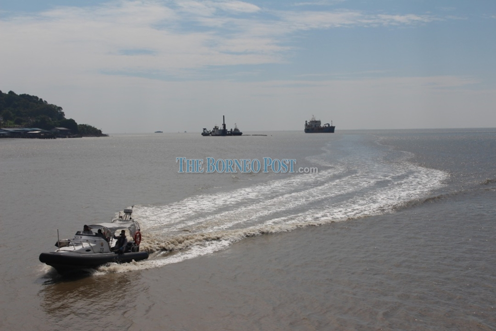 MMEA personnel conducting the search and rescue operation for the four men September 17, 2020. — Picture by MMEA via Borneo Post