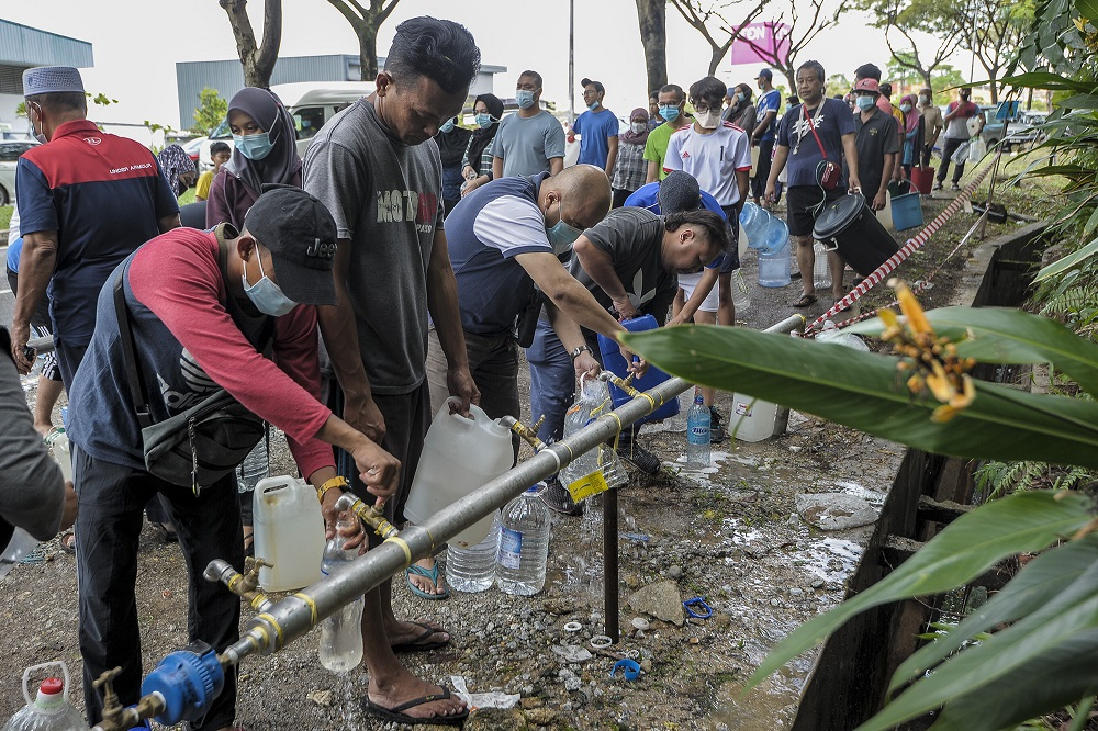 Residents fill their pails from a Syabas water point in Kuala Lumpur following the water disruption in the Klang Valley September 5, 2020. ― Picture by Shafwan Zaidon