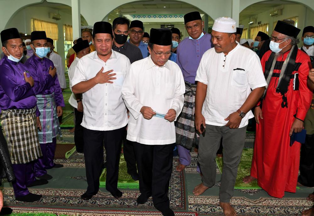 Chief Minister Datuk Seri Mohd Shafie Apdal after Friday prayers at Masjid Jamek Kampung Bantayan in Semporna September 11, 2020. — Bernama pic