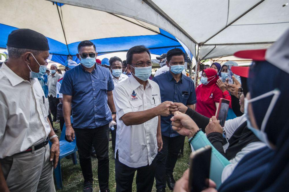 Parti Warisan Sabah president Datuk Seri Mohd Shafie Apdal greets supporters while campaigning in Pintasan, Kota Belud September 16, 2020. — Picture by Firdaus Latif