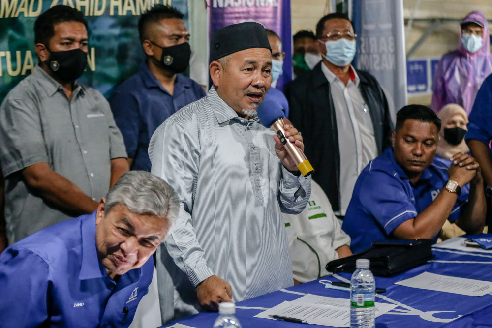 PAS deputy president Datuk Seri Tuan Ibrahim Tuan Man campaigns for Shahelmey Yahaya, BN Tanjung Keramat candidate in Tanjung Keramat, Sabah September 15, 2020. — Picture by Firdaus Latif