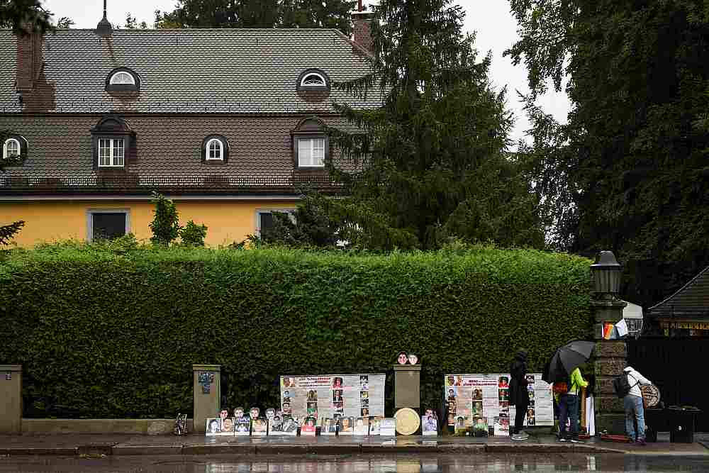Thai activists demonstrate in front of a villa where Thai King Maha Vajiralongkorn often resides in Tutzing, Germany September 25, 2020. — Reuters pic