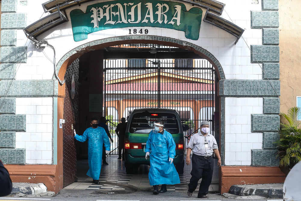 Senior Minister (Security Cluster) Datuk Seri Ismail Sabri Yaakob said the EMCO will begin at 12.01am October 15 and will affect 2,380 individuals comprising 2,306 inmates and a total of 524 prison staff and family members will be affected. — Picture by Sayuti Zainudin