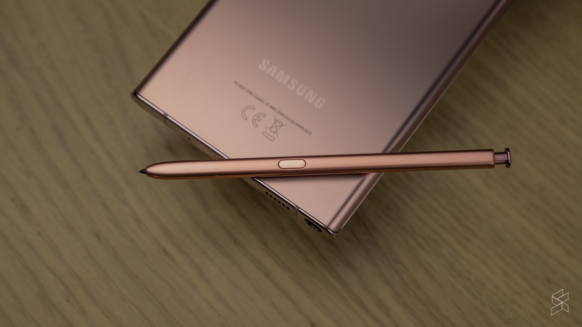 Samsung has bundled the stylus with all of the Note series smartphones, but not the Z Fold 2. — SoyaCincau pic