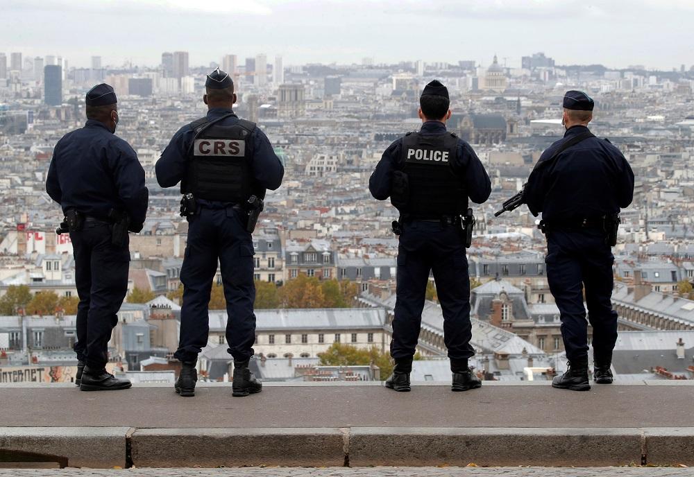 Französische Journalisten und Befürworter der Pressefreiheit haben gegen das geplante Gesetz protestiert, das das Recht einschränken würde, diensthabende Polizisten zu filmen oder zu fotografieren.  - Reuters Bild