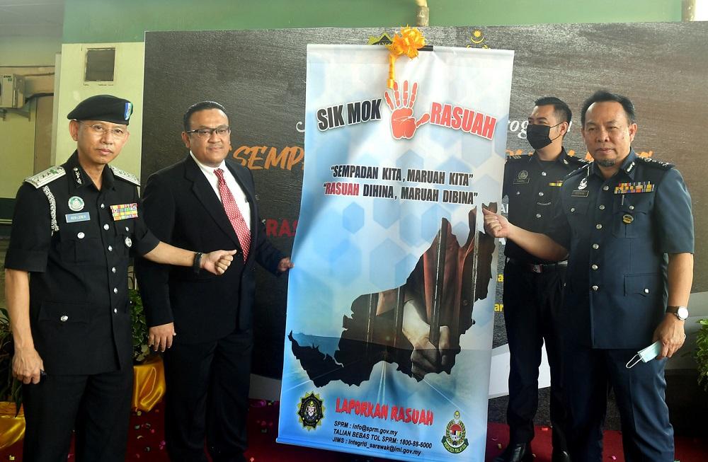Datuk Ken Leben (left) seen during the launching of the programme by Sarawak MACC director Mohd Zaki Hassan (second left). At right is Sarawak Customs director Herman Shah Abdullah. — Bernama pic