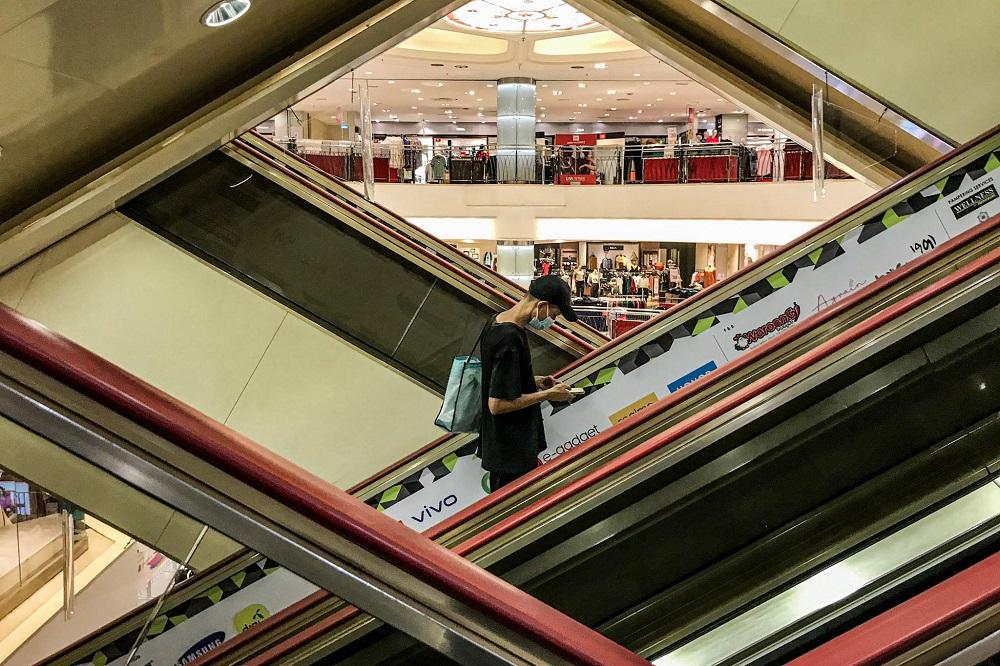 在CMCO期间,SOGO购物中心的人潮也受到疫情影响。-Hari Anggara摄-