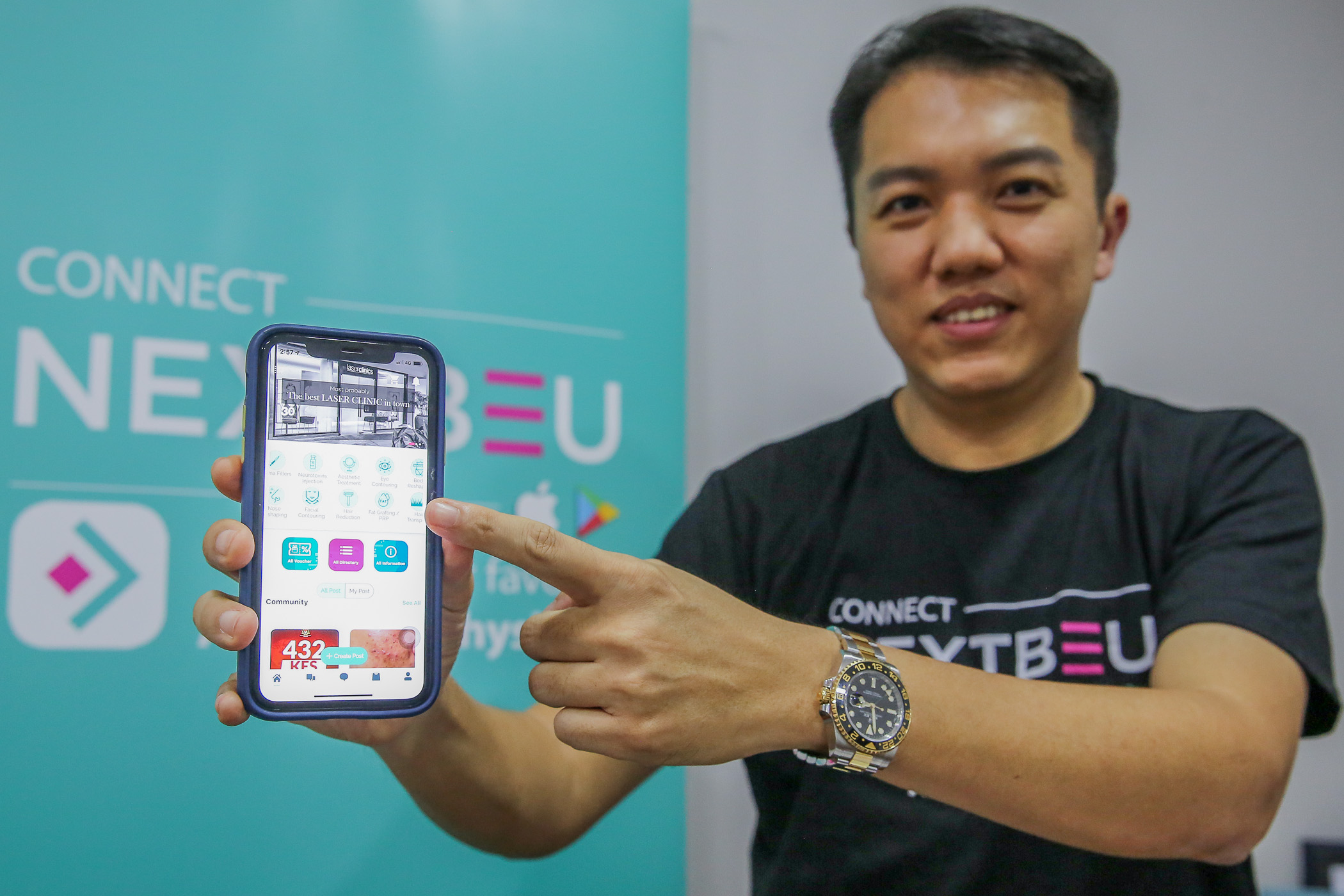 Cosderm Sdn Bhd managing director Tom Goh unveils NextBeu mobile application. — Picture by Yusof Mat Isa