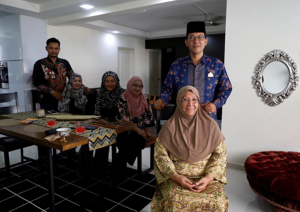 Tengku Shawal, a royal descendant, poses for photos with his mother (R-L) Tengku Fatimah, wife Sa'adah Binti Othman, sister Tengku Intan, daughter Tengku Puteri and her husband Mohamad Fairoze n Singapore August 21, 2020. — Reuters pic