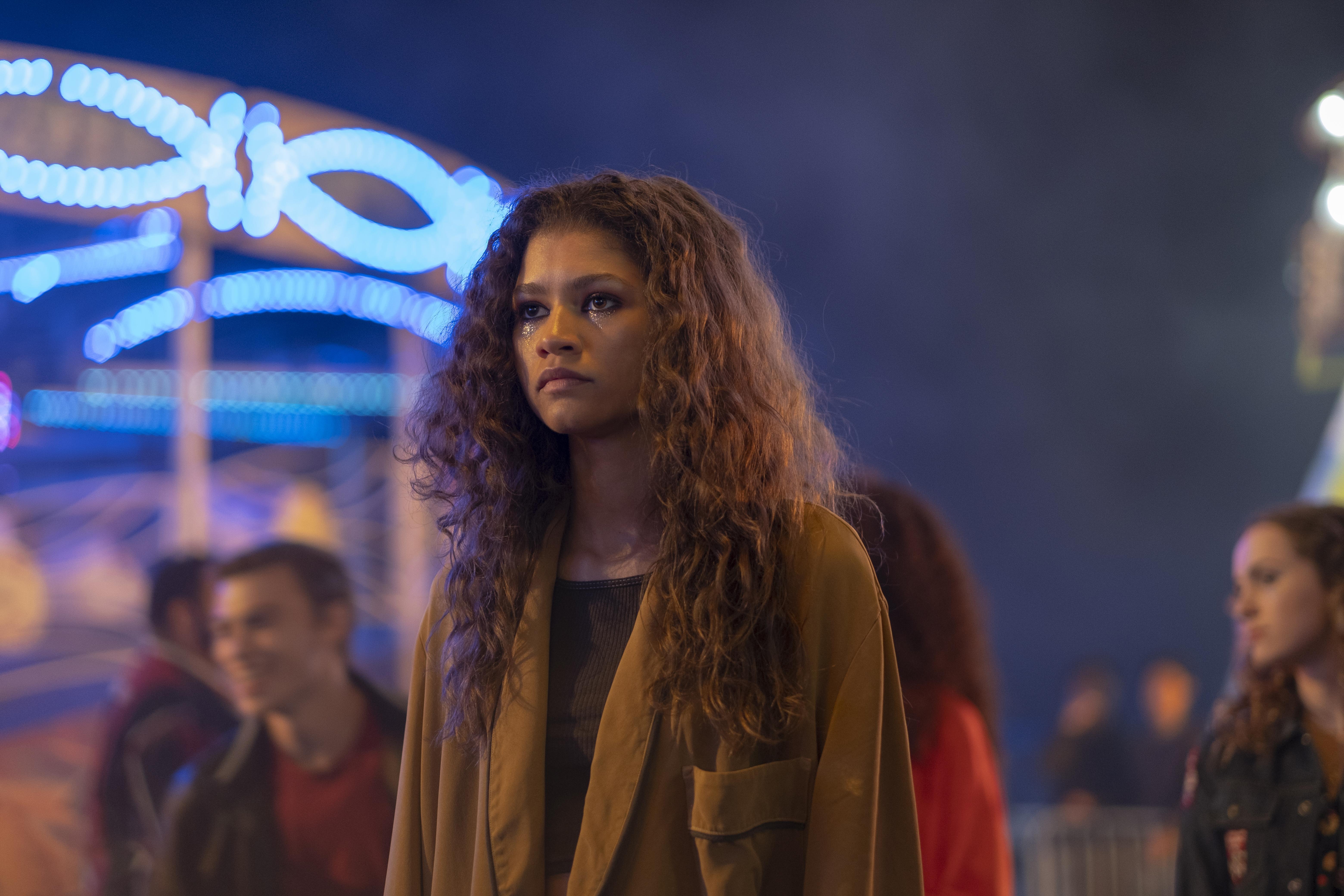 荣获艾美奖肯定的HBO原创影集《高校十八禁》(Euphoria)将播出两集特别篇,第一集将于12月7日上午10时与美国同步独家在HBO GO播出。-华纳媒体提供-