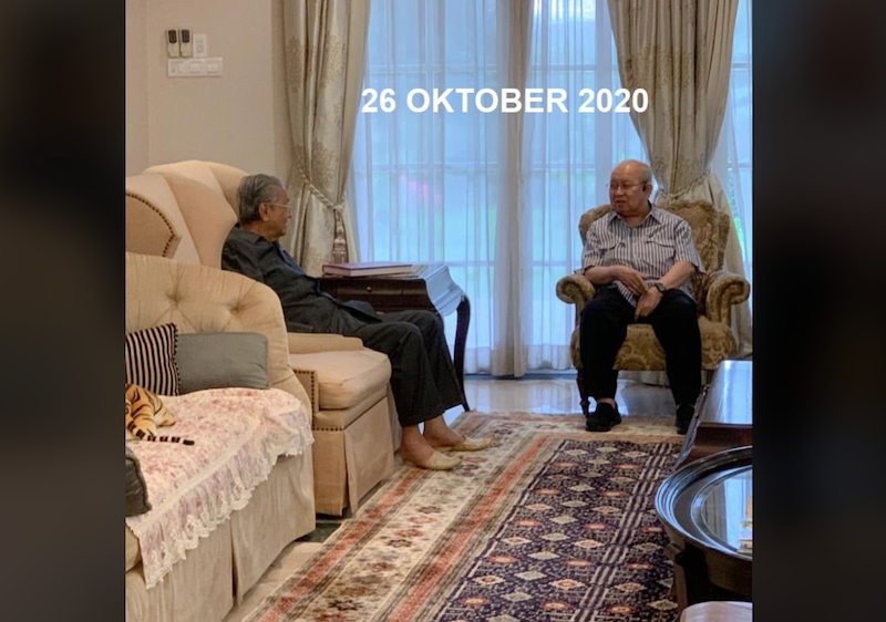 Tun Dr Mahathir Mohamad meeting with Umno MP Tan Sri Tengku Razaleigh Hamzah in a photo marked October 26. — Picture courtesy of Facebook/Kelab Che Det