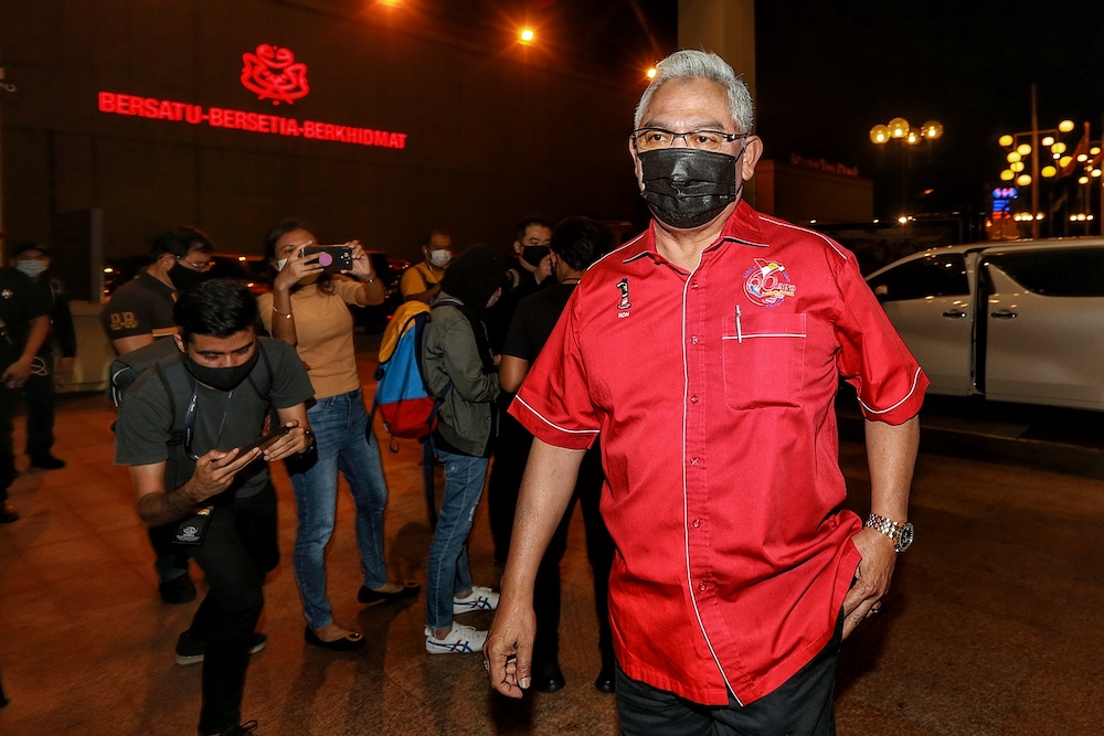Tan Sri Noh Omar arrives at Menara Datuk Onn for the Umno Supreme Council meeting, October 29, 2020. — Picture by Ahmad Zamzahuri