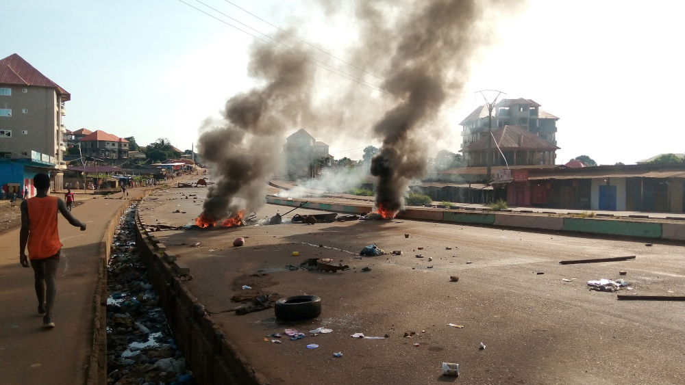 Supporters of the main opposition leader Cellou Dalein Diallo of UFDG party set up barricades to protest against preliminary presidential election results in Ratoma district of Conakry, Guinea October 21, 2020. — Reuters pic