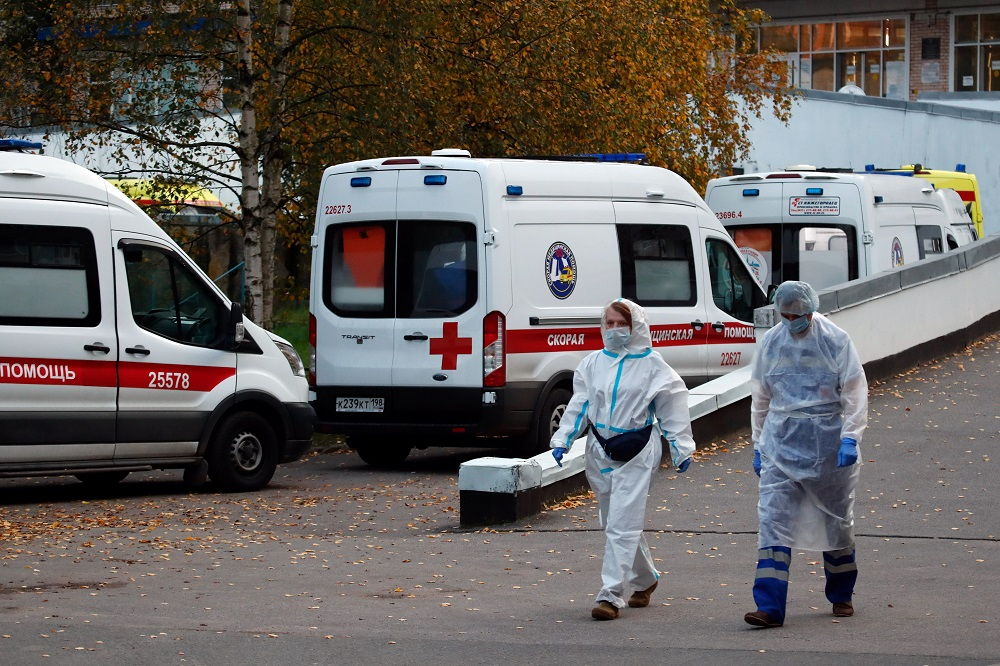 Medical specialists walk next to ambulances near the Aleksandrovskaya hospital, amid the outbreak of the coronavirus disease in Saint Petersburg, Russia October 9, 2020. ― Reuters pic