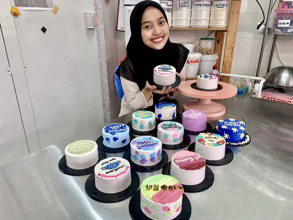 Minimalist Korean-style cakes have become a lifeline for Nuraina Ezzati Abdul Rahman after experiencing sales decline following a closure of her bakery shop due to MCO. — Bernama pic