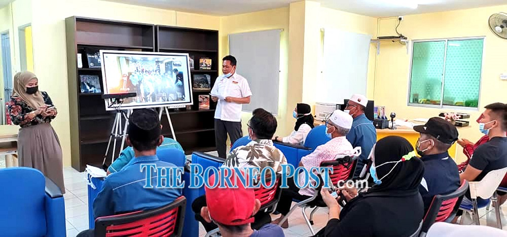 Aidel Lariwoo (right) launches the DCC in his constituency. — Borneo Post Online pic