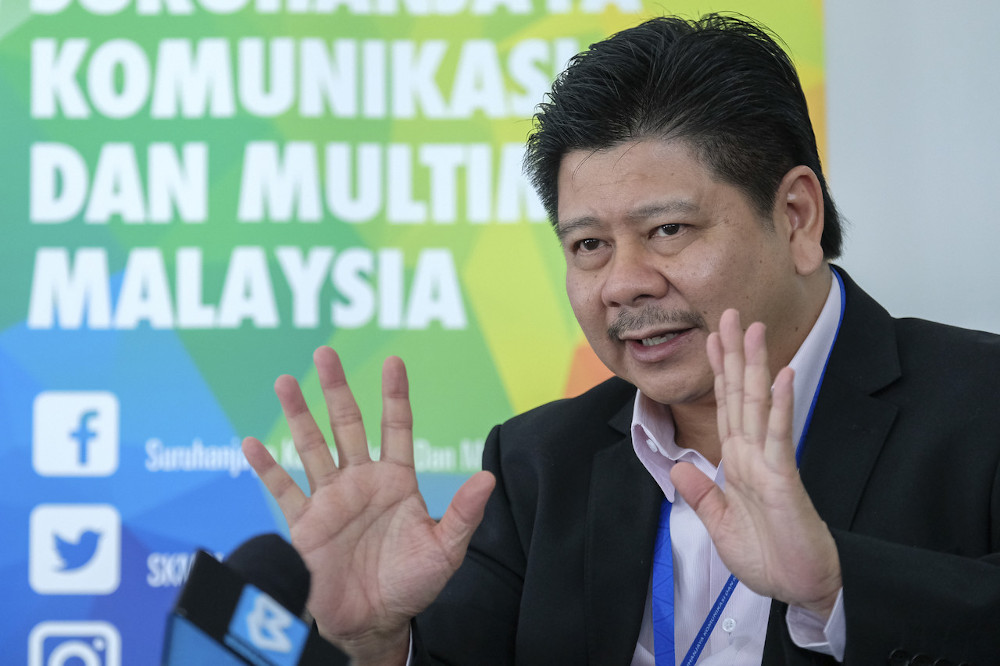 Fadhlullah said giving a government-owned SPV the wholesale licence would help level the playing field and allow telecommunication firms provide cheaper 5G services. — Bernama pic