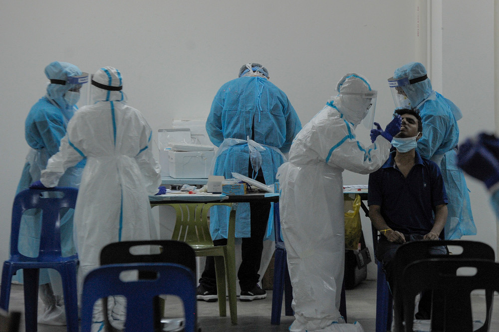 In a joint statement, Johor PH described the current measures to curb the spread of the Covid-19 epidemic as confusing and questioned their effectiveness. — Picture by Shafwan Zaidon