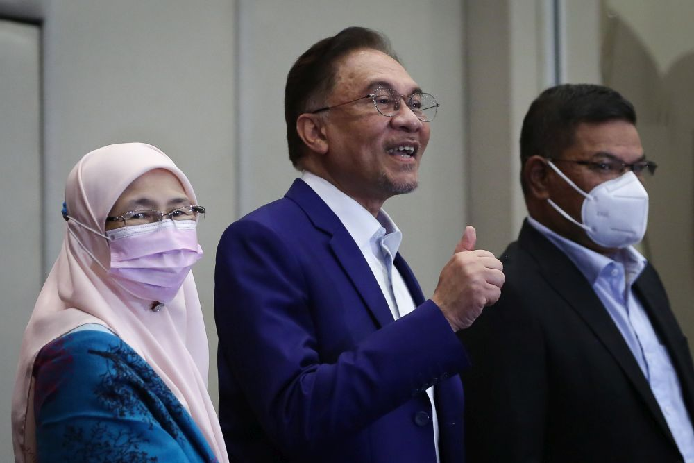 Datuk Seri Anwar Ibrahim (centre) gestures at reporters during a press conference at Le Meredian Kuala Lumpur October 13, 2020. — Picture by Yusof Mat Isa