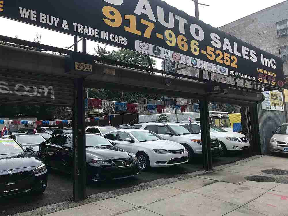 More and more New Yorkers are choosing to buy a car, to escape public transportation and the pandemic, and help to ignite the second-hand market, while the city is on the brink of congestion. — AFP pic