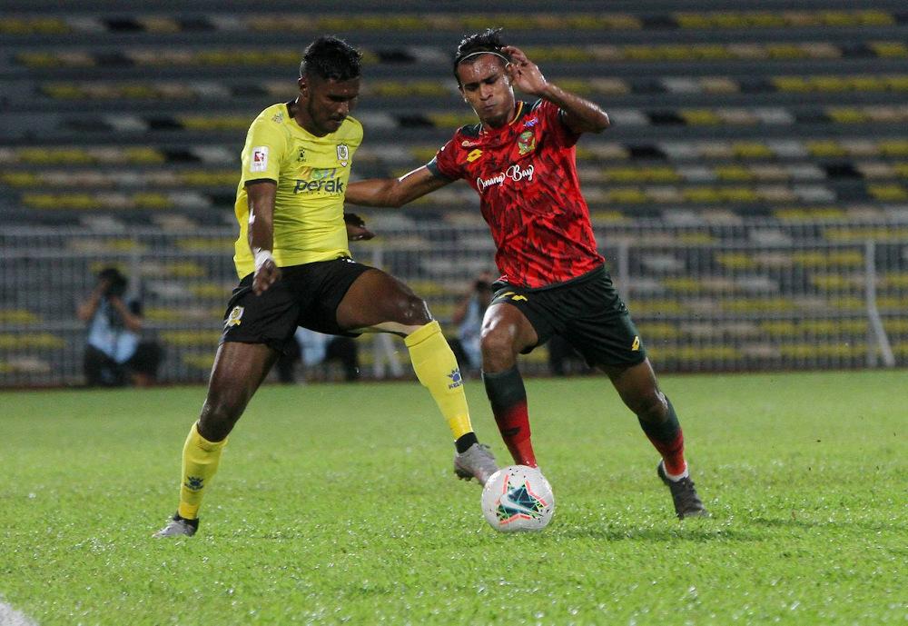 Perak player Partiban K Janasekaran (left) and Kedah player Muhammad Shakir Hamzah in action during the Super League 2020 match at the Perak Stadium, Ipoh in this file picture taken on October 11, 2020. — Bernama pic