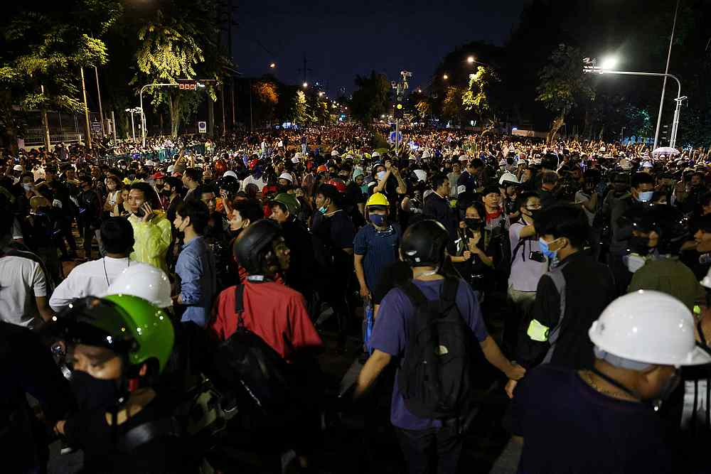 Thailand lifts emergency measures in bid to calm protests