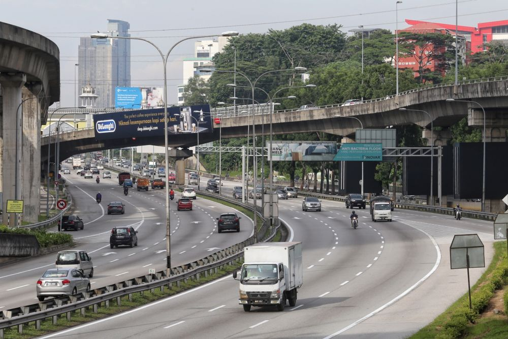 A general view of traffic on the Federal Highway October 14, 2020. — Picture by Choo Choy May