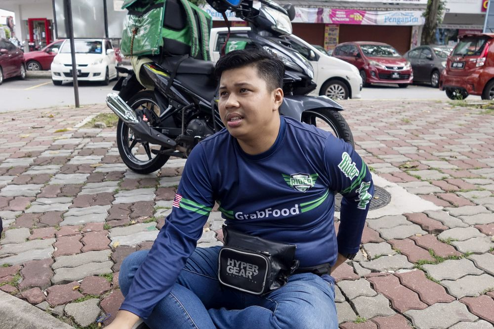GrabFood rider Muhammad Firdaus Jasni speaks to Malay Mail during a interview in Kuala Lumpur October 14, 2020. — Picture by Shafwan Zaidon