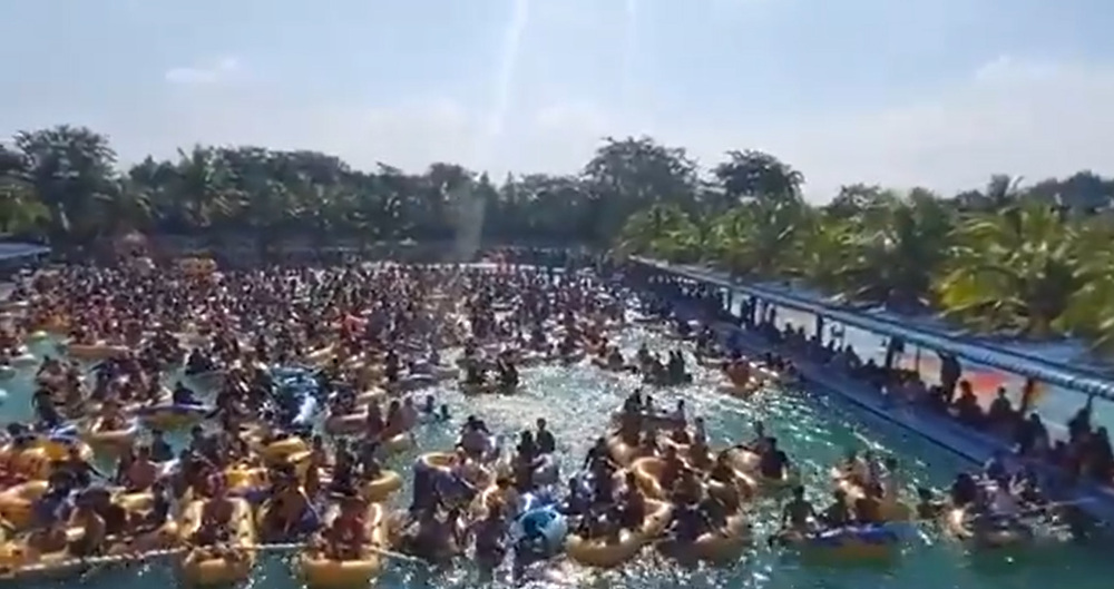 Visitors flocked to Hairos Water Park in Medan, Indonesia after the recreational venue slashed entrance fees to half price. —  Screengrab from Twitter/@dionismee