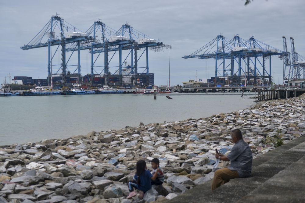 A general view of Port Klang October 8, 2020. — Picture by Miera Zulyana