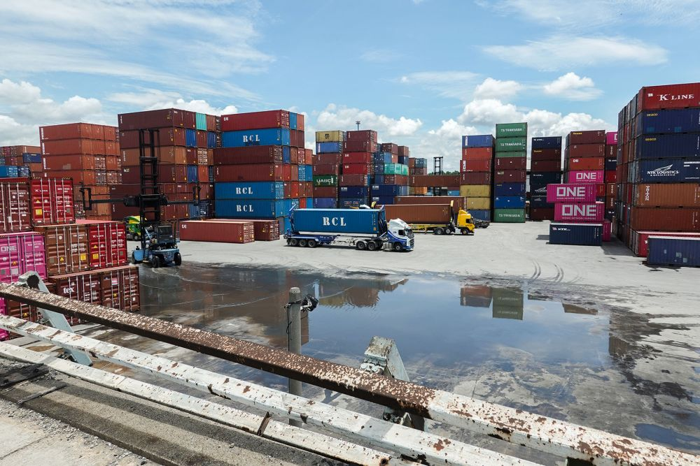 Mohd Uzir said total trade widened by 4.1 per cent yoy to RM162.6 billion. — Picture by Miera Zulyana