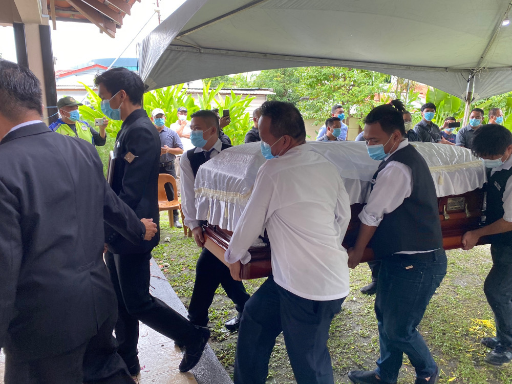 The coffin of the late VK Liew being taken to the hearse. — Picture by Julia Chan