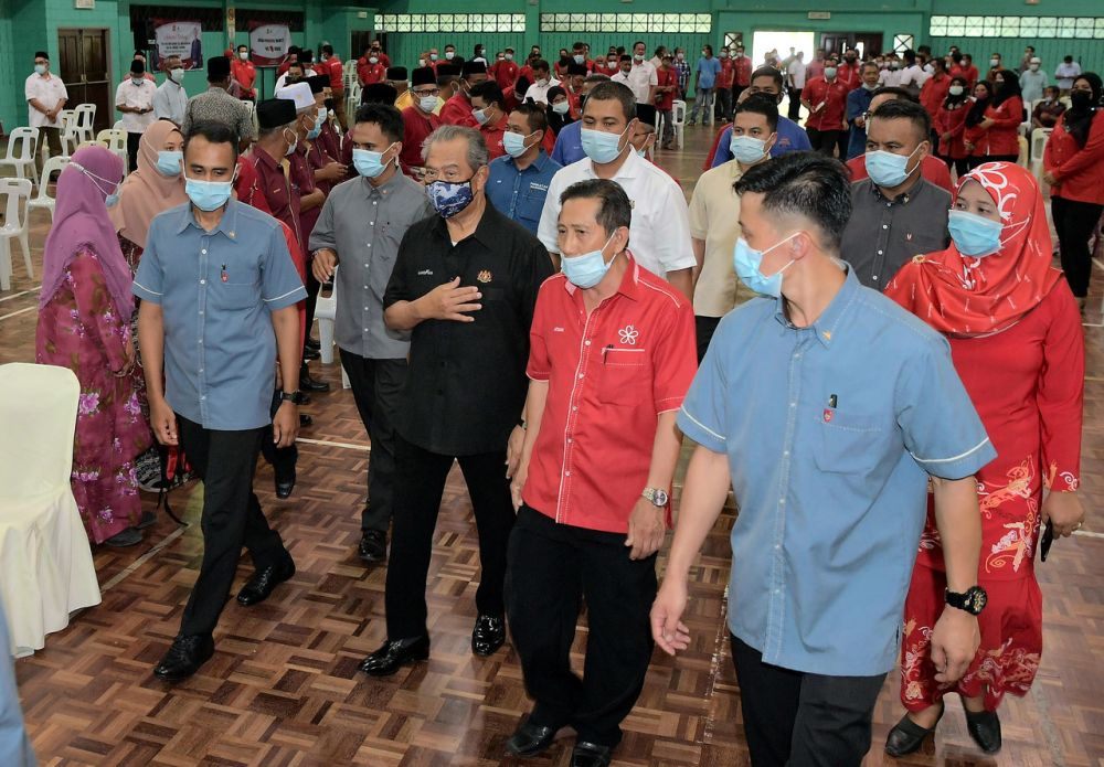 Prime Minister Tan Sri Muhyiddin Yassin (centre) arrives for a meeting with community leaders at the Pagoh Sports Complex October 30, 2020. — Bernama pic