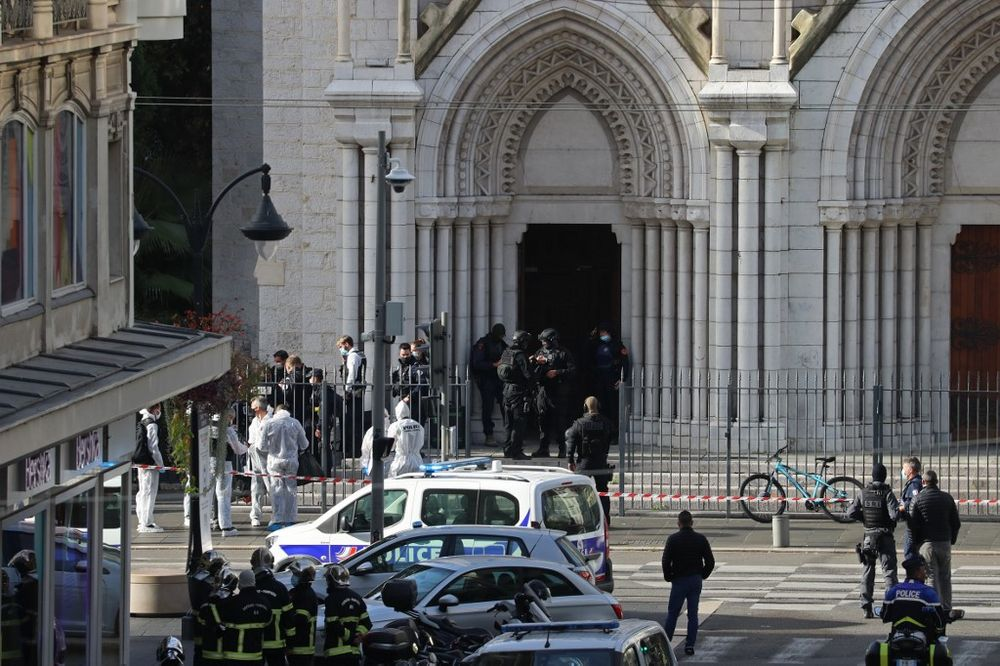 French members of the elite tactical police unit RAID enter to search the Basilica of Notre-Dame de Nice after a knife attack in Nice on October 29, 2020. — AFP pic