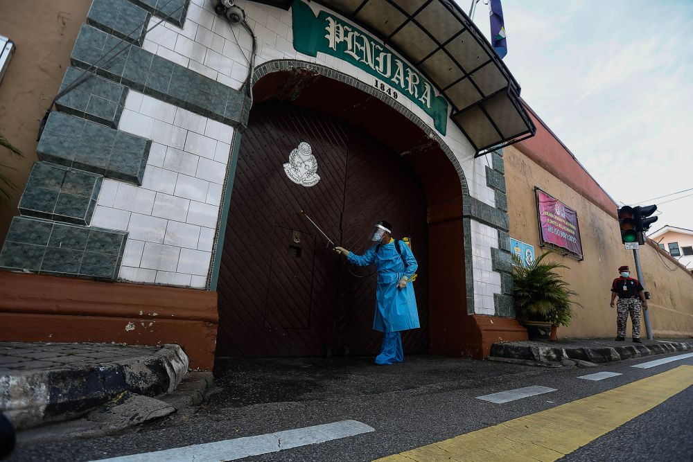 Penang Prisons director Roslan Mohamed said that the two prisons in Penang, namely the Penang Remand Prison and Seberang Perai Prison would require at least 4,500 face masks daily. — Picture by Sayuti Zainudin