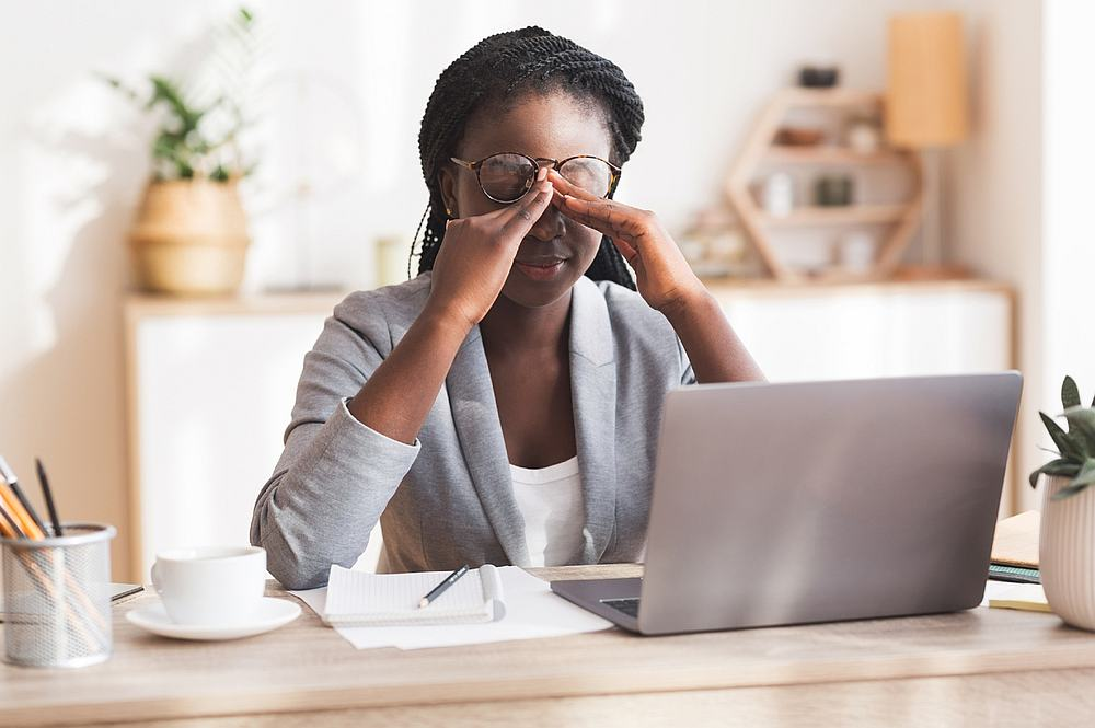 A few simple steps such as remembering to take a break from screens or reading every 20 minutes can help prevent the risk of getting dry eye. — Prostock-Studio / IStock.com pic via AFP