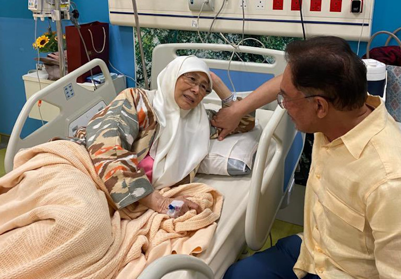Datuk Seri Dr Wan Azizah Wan Ismail and Datuk Seri Anwar Ibrahim are seen at the Universiti Malaya Medical Centre October 7, 2020. — Picture via Facebook/Anwar Ibrahim