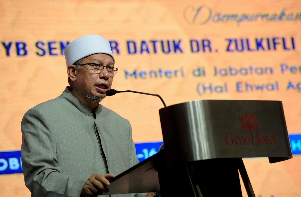 Datuk Seri Zulkifli Mohamad AI-Bakri speaksduring the closing ceremony for the national Tilawah and Hafazan Al-Quran Kafa event in Shah Alam October 4, 2020. — Bernama pic