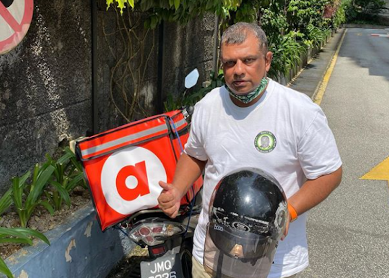 It's not every day that you get one of Asia's most well-known businessmen delivering food to your doorstep. — Picture via Instagram/@tonyfernandes.