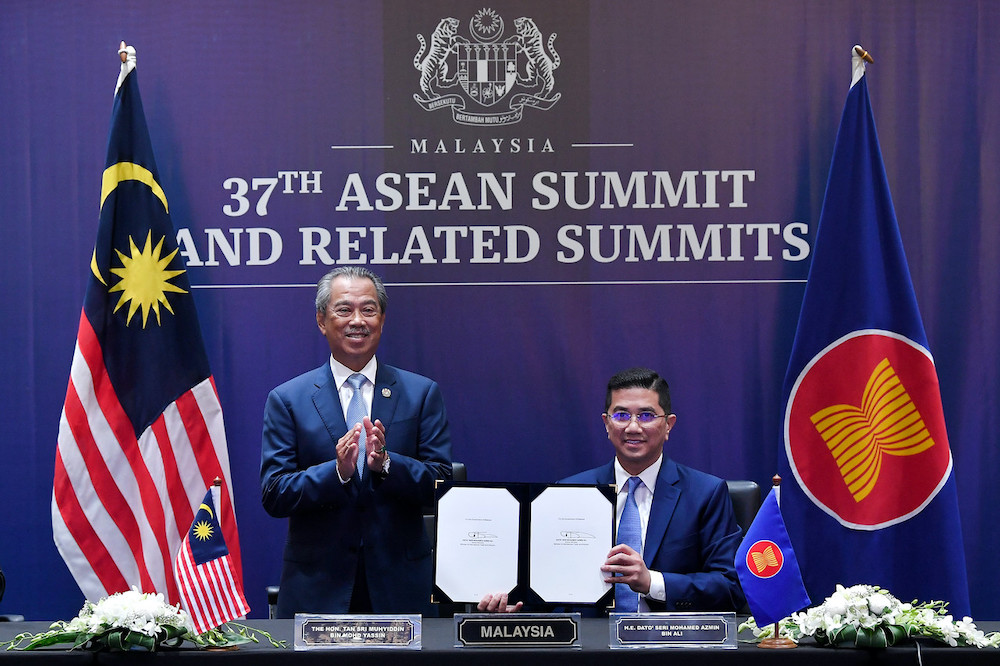 Prime Minister Tan Sri Muhyiddin Yassin and International Trade and Industry Minister Datuk Seri Mohamed Azmin Ali after signing the RCEP Agreement, November 15, 2020. — Bernama pic