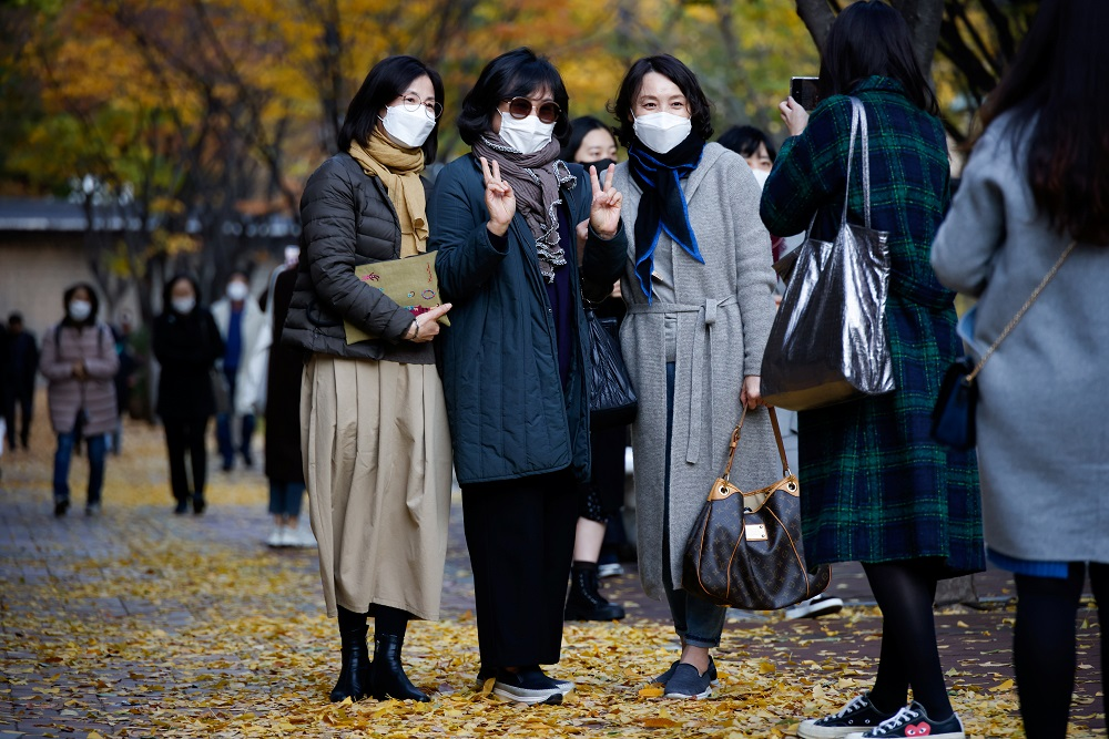 Women pose for photographs as they enjoy an autumn day amid the coronavirus disease pandemic in Seoul November 3, 2020. — Reuters pic