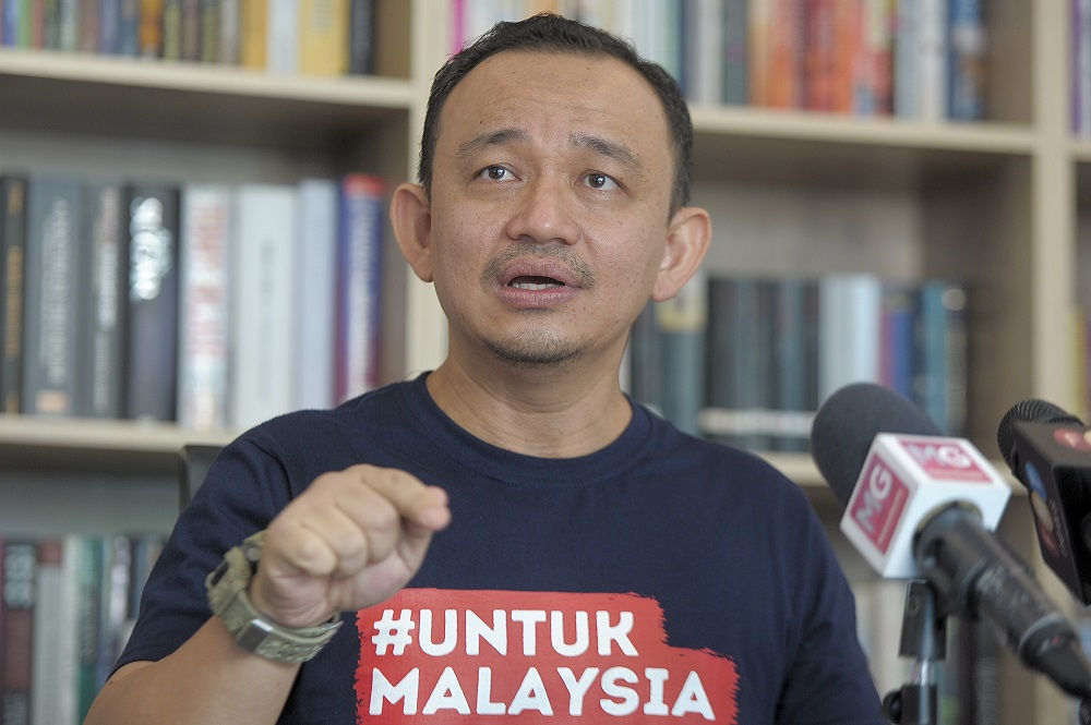 Maszlee Malik speaks to reporters at a press conference during the launch of the movement, in Cyberjaya November 11, 2020. — Picture by Shafwan Zaidon
