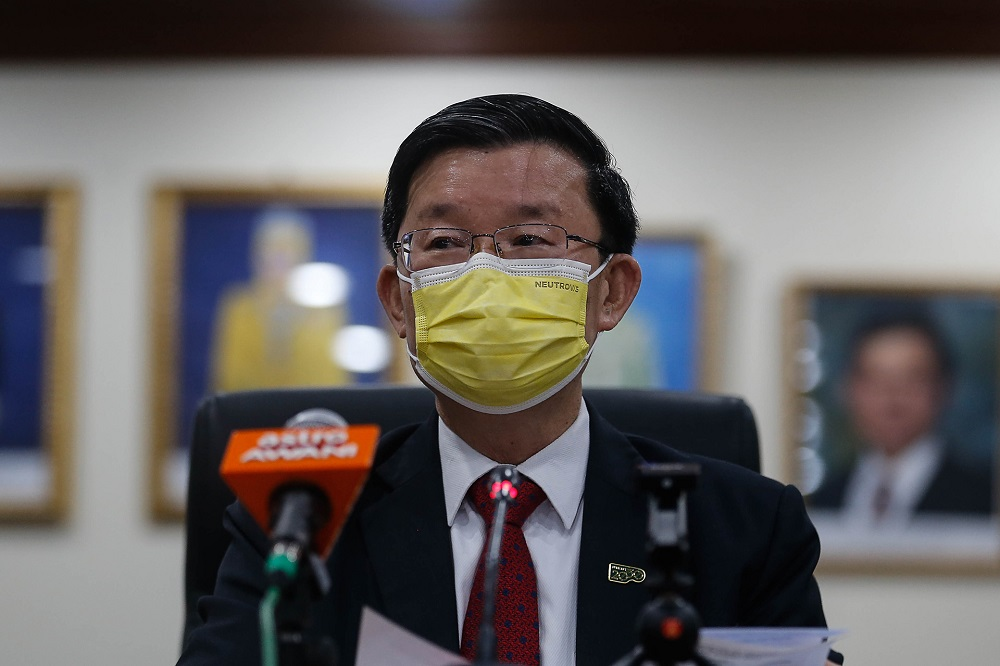 Penang Chief Minister Chow Kon Yeow speaks during a press conference at Komtar in George Town November 11, 2020. — Picture by Sayuti Zainudin