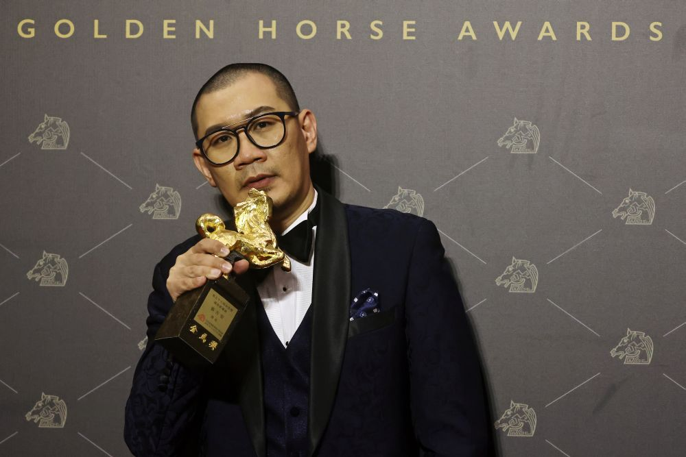 Malaysian director Chong Keat Aun of 'The Story of Southern Islet' poses with his Best New Director award at the 57th Golden Horse Awards in Taipei November 21, 2020. — Bernama pic