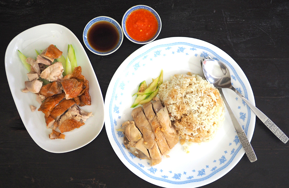 The stall also serves a pretty decent chicken rice with a choice of poached or roasted chicken.