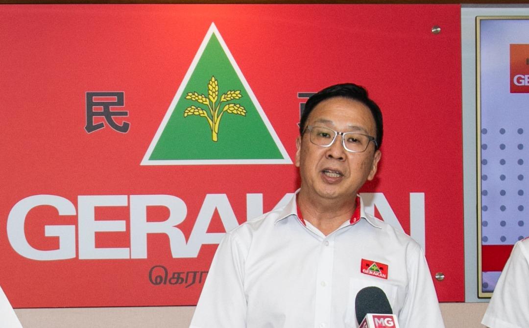 首相慕尤丁于除夕当天移交接纳民政党加入国盟的信函予民政党主席刘华才。 -取自民政党-
