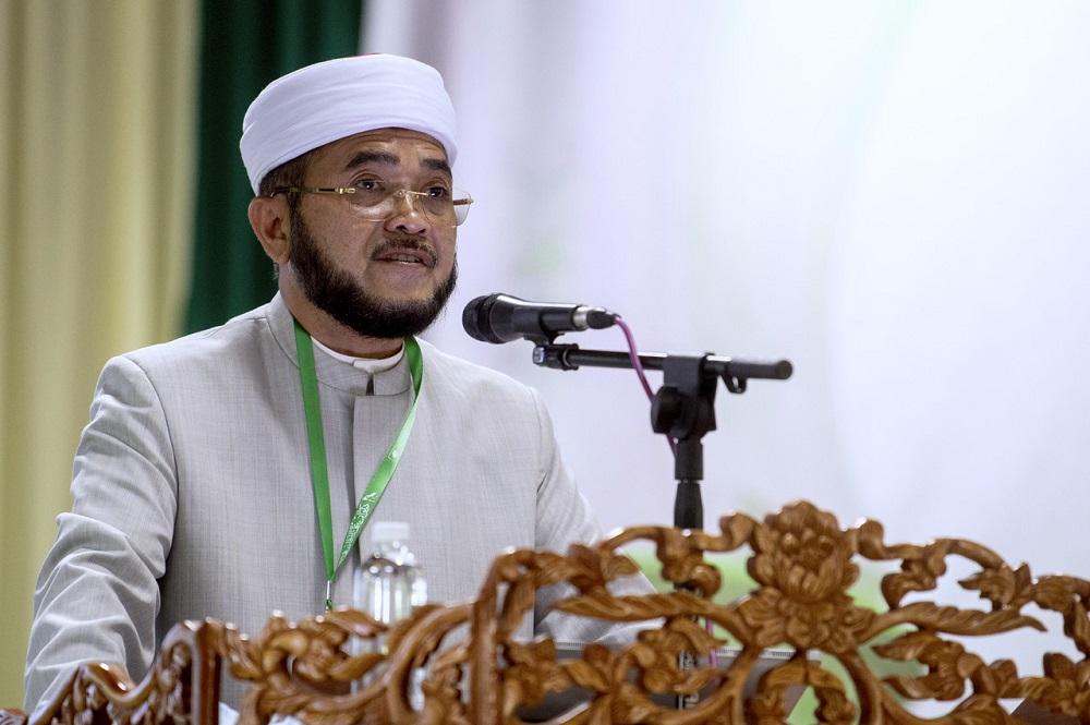 Datuk Nik Muhammad Zawawi Salleh speaks at the PAS annual Muktamarin Machang September 12, 2020. — Bernama pic