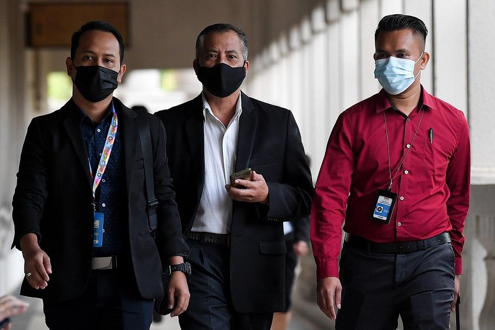 Lieutenant Colonel Azman Mohamed Yasin (centre) arrives at the Sessions Court in Kuala Lumpur November 23, 2020. — Bernama pic