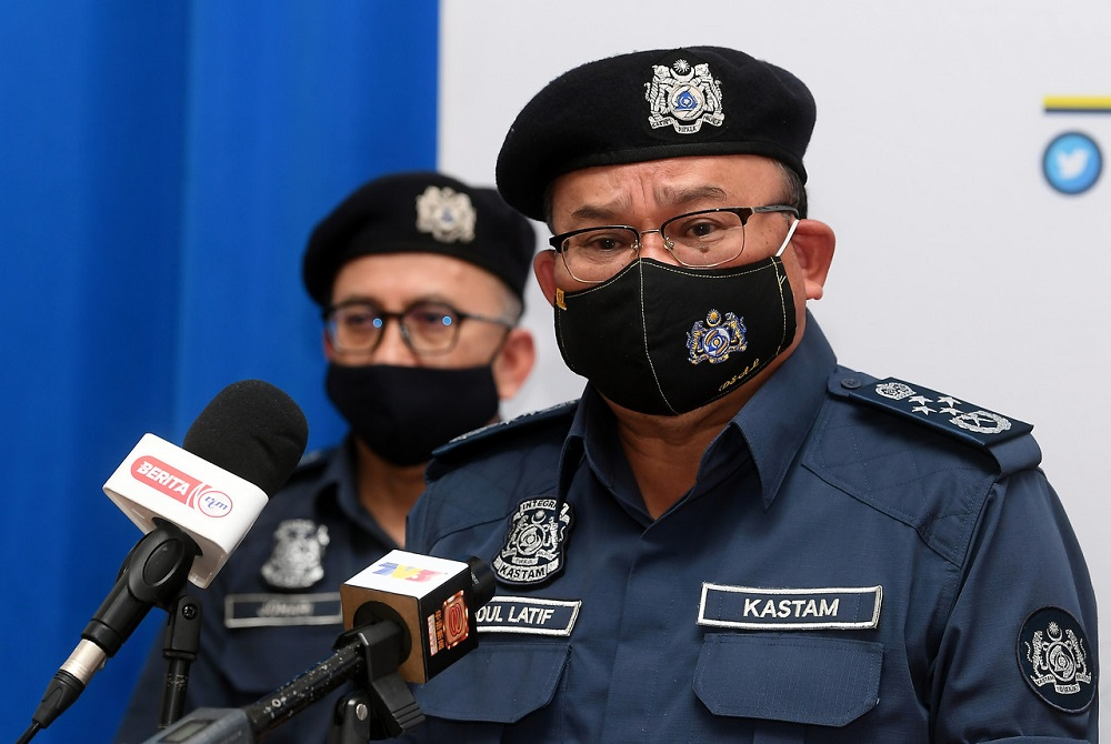 Malaysian Royal Customs Department director-general Datuk Seri Abdul Latif Abdul Kadir from January 1, 2021, all transshipment of cigarettes, tobacco products, electronic and non-electronic cigarette devices including vape and nicotine-free liquids/gels used in electronic cigarettes, are only allowed at five ports. — Bernama pic