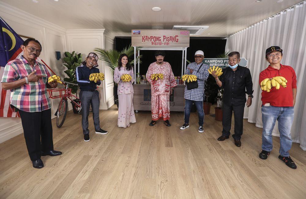 (From left) Actor, Dewa Sapri and Nasrizal Ngasri, Astro Shaw and Nusantara Head, Raja Jastina Raja Arshad, director, Mamat Khalid, actor, Kazar Saisi, FDAM President, Ahmad Ibrhahim and actor and producer, Aziz M.Osman. — Picture courtesy of Astro Malaysia